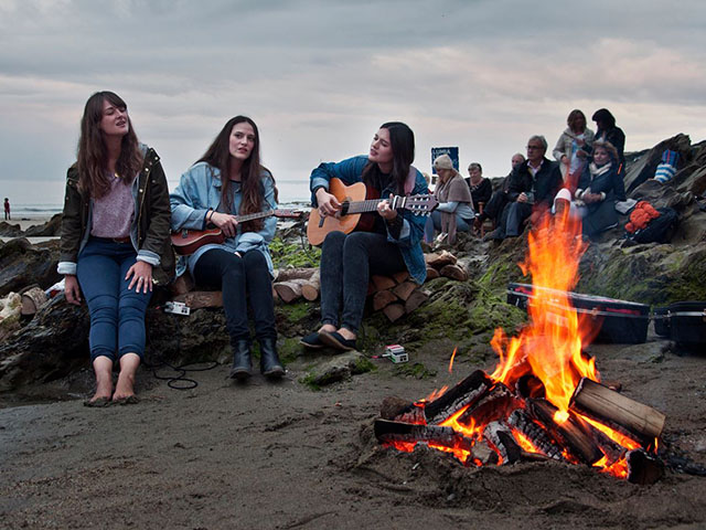 THE STAVES HIT THE HUT