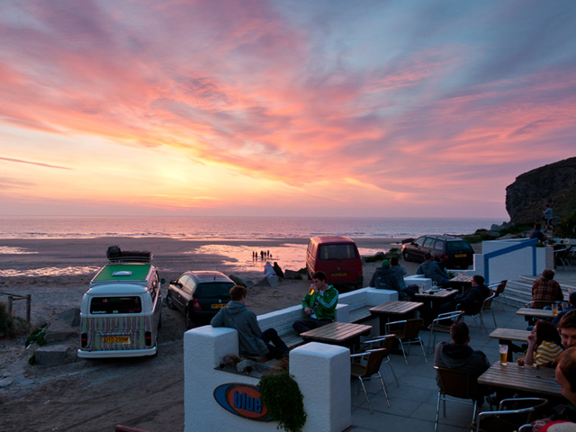 FIVE TOP SURF CAFÉS IN CORNWALL