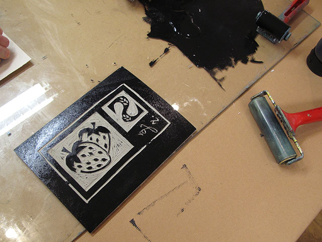 2. Using a little roller and water based printing ink, ensure that the lino is completely covered....not too little, not too much.